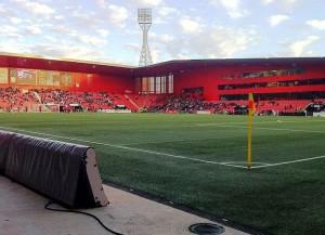 Das Stade de Maladiere, hier trägt Xamax seine Heimspiele aus (Bild: Wikipedia/fcbasel1989).