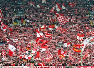 Westkurve im Stadion des FC Kaiserslautern (Bild: Wikipedia/Thomas Hilmes).