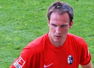 Sebastian Freis, hier noch im Freiburg-Dress, stürmt für Greuther Fürth (Bild: Wikipedia/James Steakley).