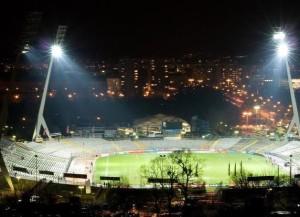Das noch alte Stadion von Dynamo Dresden mit den Giraffen-Flutlichtern (Bild: Wikipedia/WOGERCAN10).