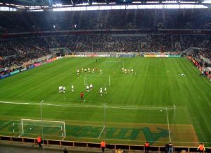 Stadion Fortuna Düsseldorf (Bild: Wikipedia/Ghermezete).