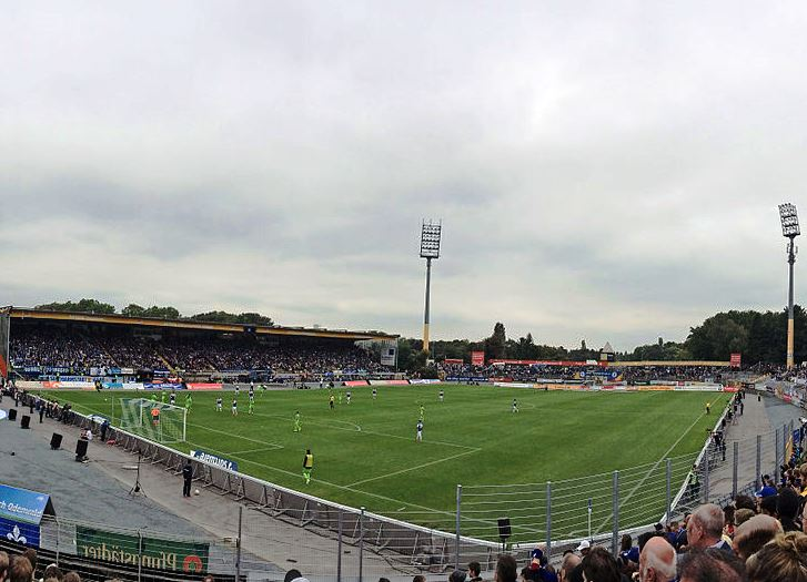 SV Darmstadt 98 sorgt für Spannung im Titelrennen – Holstein Kiel nach Verlustpunkten vor HSV